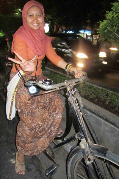 Menyewa sepeda onthel di Jogja, 2011.